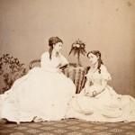 Maria di Campello Bonaparte con amica