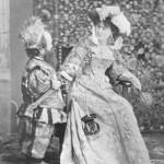 La Signora Simonetti e un nano alla mascherata del Principe di Corcumello