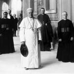 Ritratto di Pio X con alcuni prelati