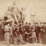 Ritratto di gruppo nello studio dello scultore Emilio Gallori